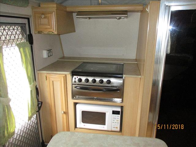 2006 Coromal Excel 547s, Tandem Shower and Toilet, Double Bed, Front/Side Kitchen., L-Shaped Dinette....