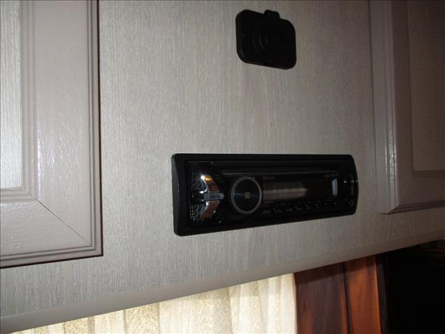 2003 Traveller Hurricane, 17' Single Axle Model, Front Kitchen, Island Bed.......