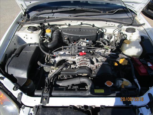 Subaru Impreza wagon color white 5/2005 (WRECKING)