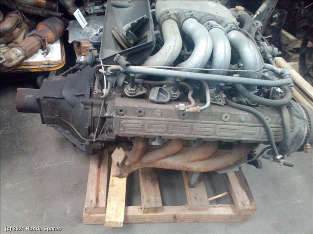 1985 PORSCHE - 928 Engine