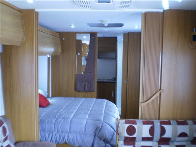 23' JAYCO STERLING SLIDE OUT 2011