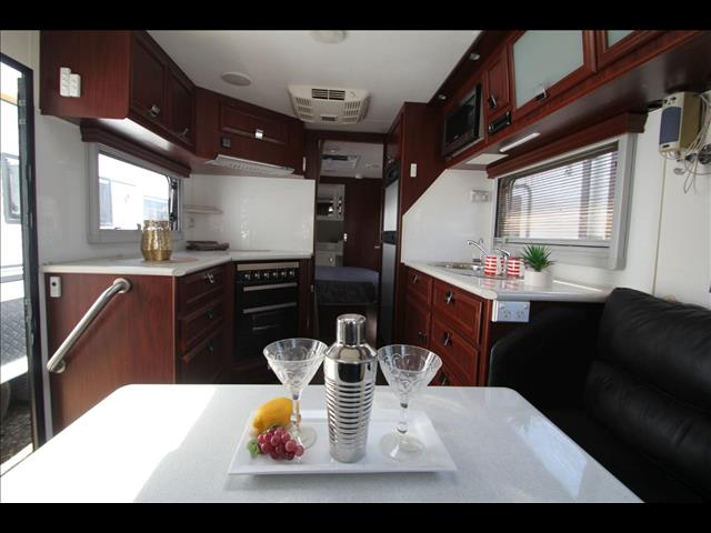 2012 Paramount Tribute W/East West Bed & Full Ensuite