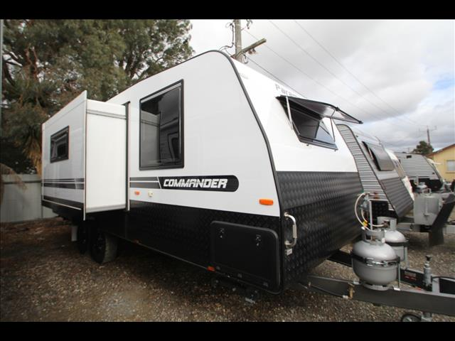 2018 Paramount Commander Slide-Out W/Full Ensuite, Shower & Toilet