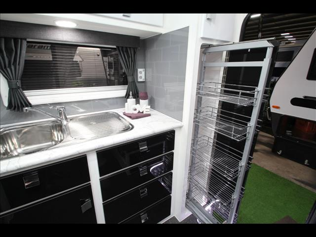 17' Paramount Micro Wren with shower & toilet