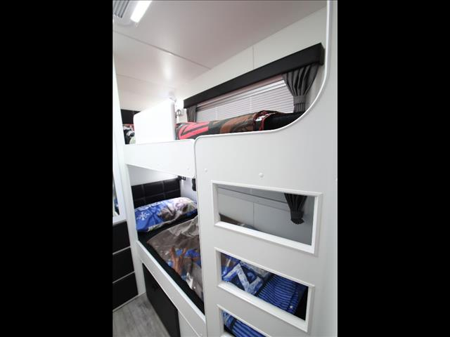 19'6 Paramount Signature Series 2 bunk