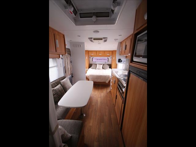 2012 Windsor Genesis W/Full Ensuite & Bunks
