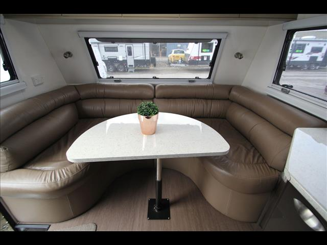 2014 Universal Crystal River Slide Out W/Full Ensuite