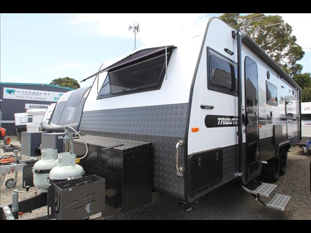 2017 Paramount Tribute Slide Out W/Full Ensuite