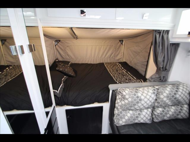 19'6 Paramount Duet  expanda with side bunks , shower & toilet