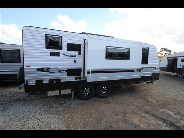 2018 Paramount Commander Slide out Club lounge 21'6