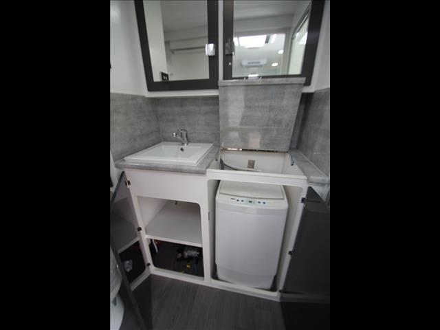 19'6 Paramount Commander RD with separate ensuite shower & toilet C5448
