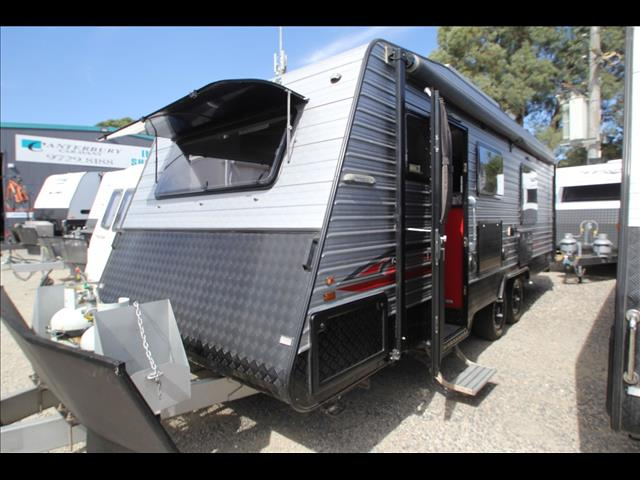 2014 Universal Crystal River Slide Out W/Ensuite Shower & Toilet