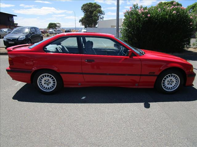 1994 BMW 3 18is 2D COUPE