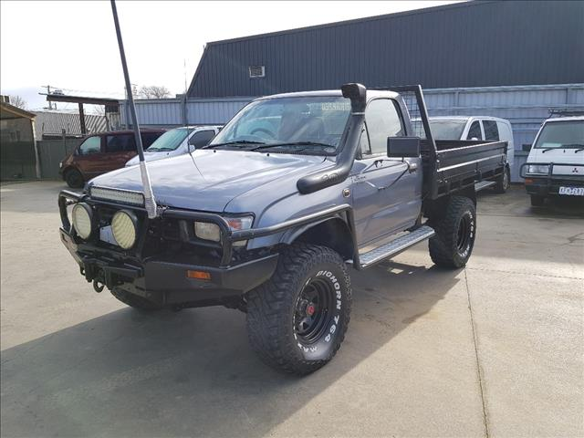 2001 TOYOTA HILUX (4x4) KZN165R C/CHAS