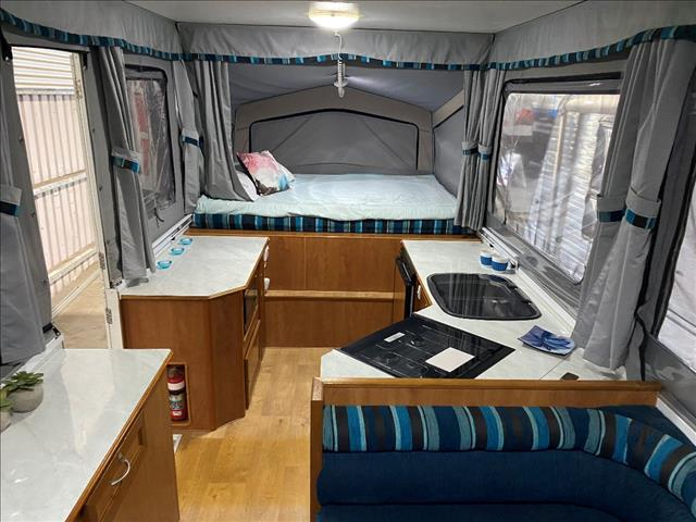 2013 USED GOLDSTREAM STORM CAMPER