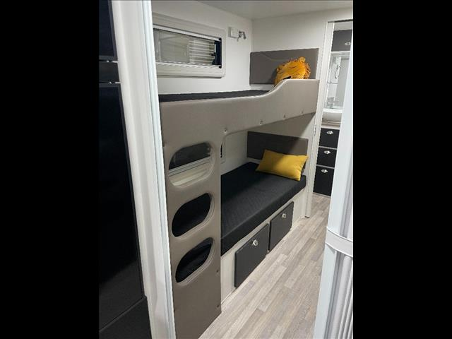 NEW 2021 RETREAT WHITSUNDAY 260B - QUAD BUNKS