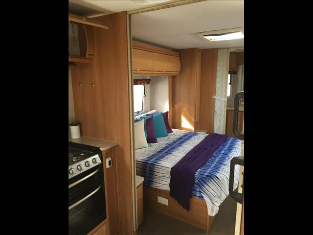 USED 2008 23' X 7'.9'' JAYCO STERLING SLIDE OUT