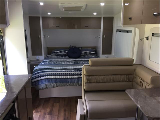 Red Centre Newell 19'6 Caravan (oro)